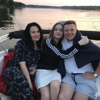 прогулки на катере с семьёй